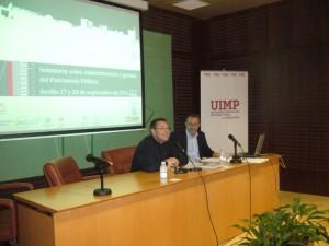 Los profesores Enrique Bueso y Rafael Pavón, durante su ponencia en el Seminario sobre Patrimonio Público